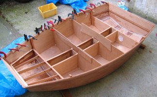 Pram dinghy - fitting the rubbing strake